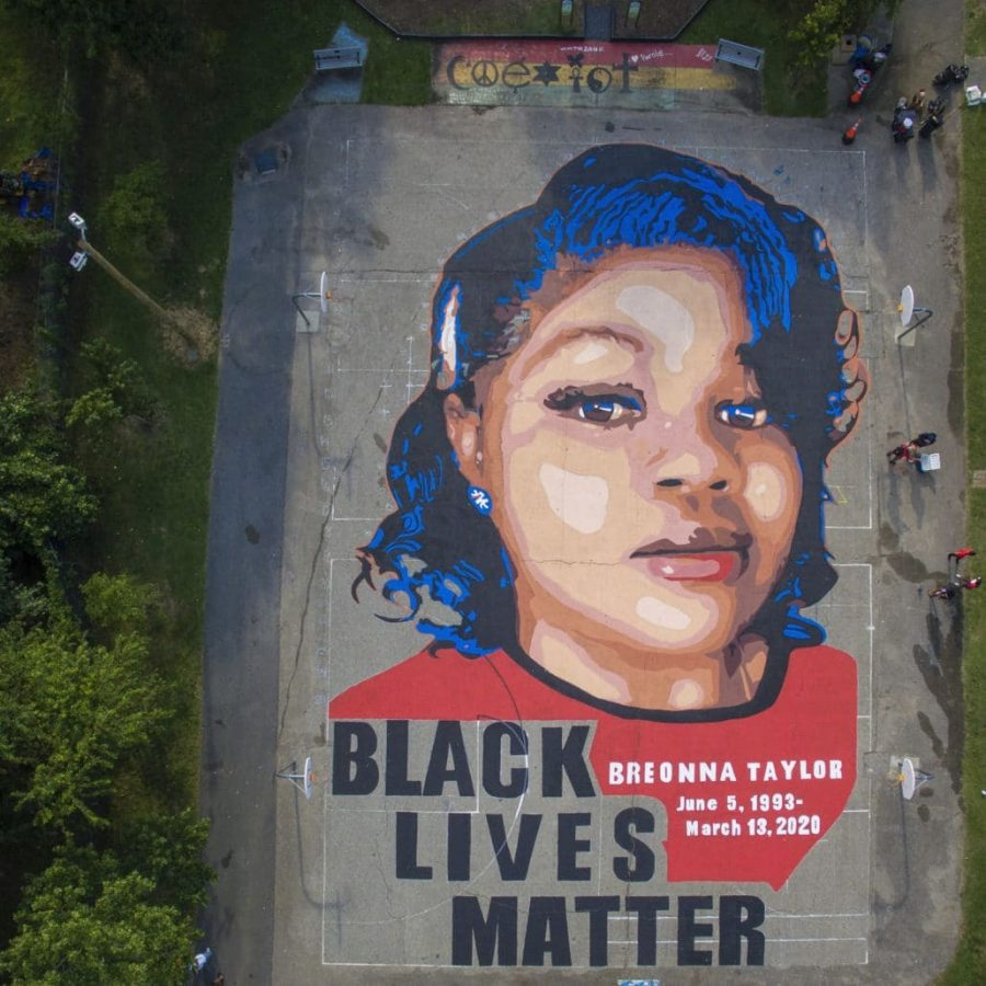 A mural of Breonna Taylor is displayed in Annapolis, Maryland.  Photo by Jim Lo Scalzo